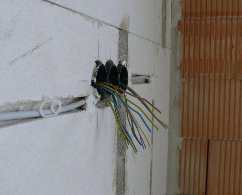 Unterputz-Installation einer zentralen Telefonanlage