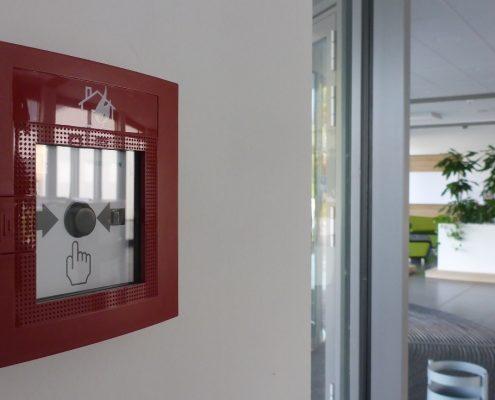 Sicherheitslichtanlage und Brandmeldeanlage