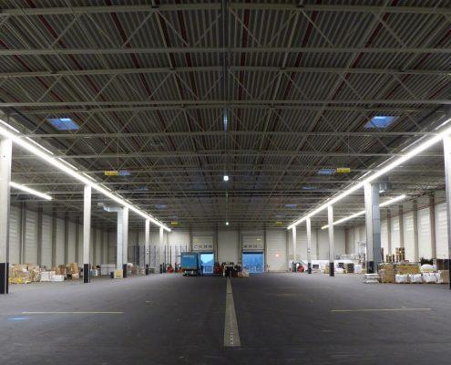 LED-Lichtbänder für die Logistikhalle Palletways