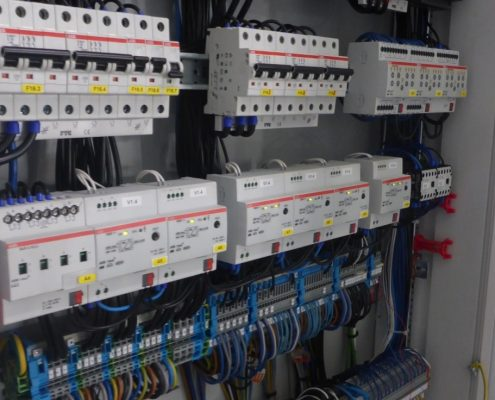 Hallenbeleuchtung mit DALI und KNX