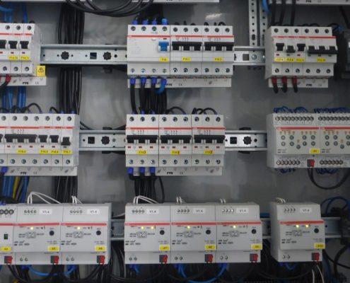 Unterverteilung mit KNX-Einbauten